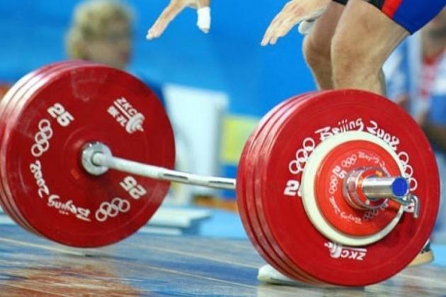 Сборную РК по тяжелой атлетике могут дисквалифицировать на год