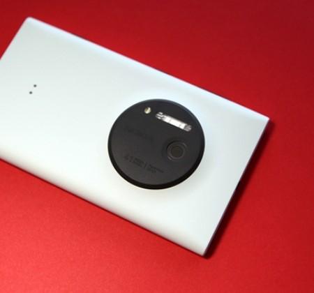 Презентован смартфон Lumia с новой камерой
