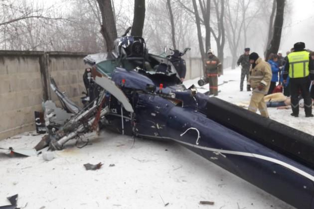 Частный вертолет рухнул на территорию санатория в Алматы