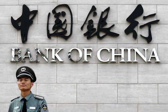 Китайским банкам предписано ограничить продажу валюты