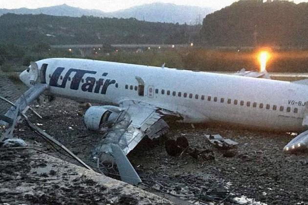 Пассажирский самолет загорелся после посадки ваэропорту Сочи
