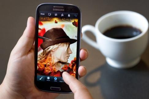 Фотошоп перенесли на телефоны