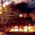 При пожаре на платформе в Каспии погибли 32 нефтяника
