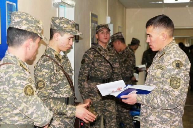 Около 200 кадетов отправились в свою первую стажировку в войска