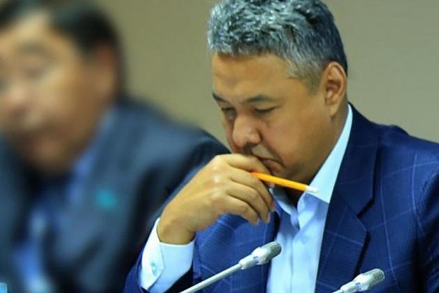 Азат Перуашев предложил изымать свободные деньги унацхолдингов
