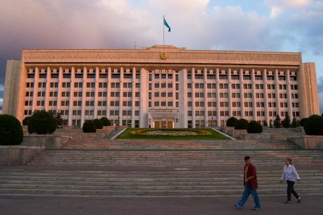 Президент назначил акимов Алматы, Шымкента и областей