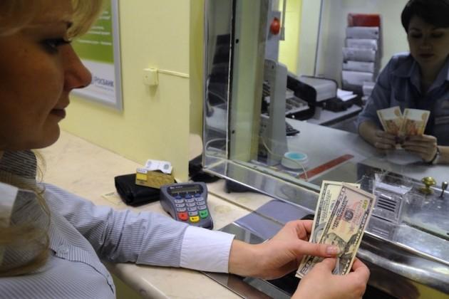 В средних банках вклады растут быстрее