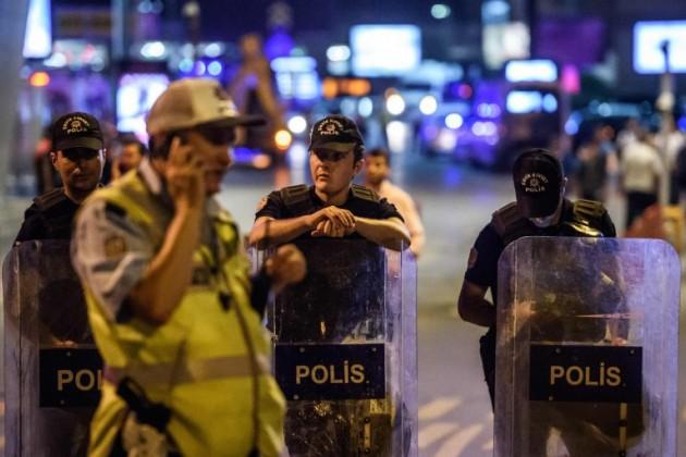 Число погибших при теракте вцентре Стамбула возросло до39человек