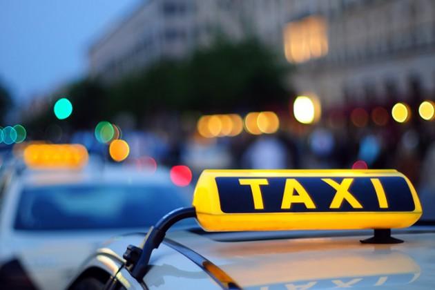 Официальные службы такси заявляют опадении доходов на30%