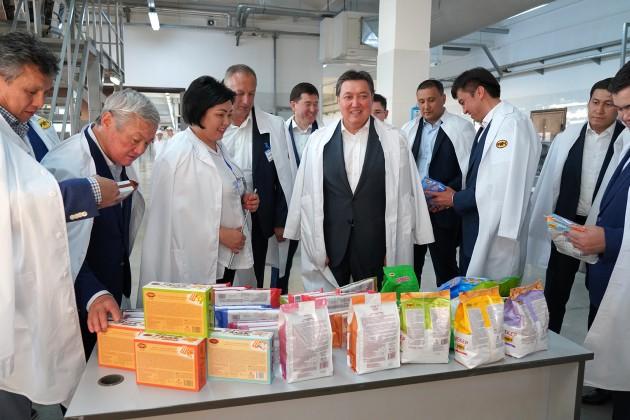 Аскар Мамин посетил крупные предприятия Шымкента