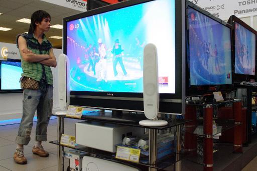 Спрос на новые ЖК-телевизоры упал до рекорда