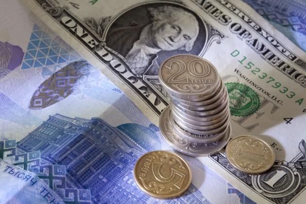 Нацвалюта укрепилась до 373 тенге за $1