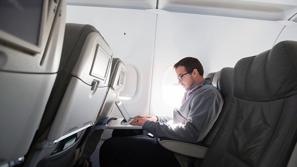 США разрешили возить крупную электронику навсех рейсах изБлижнего Востока