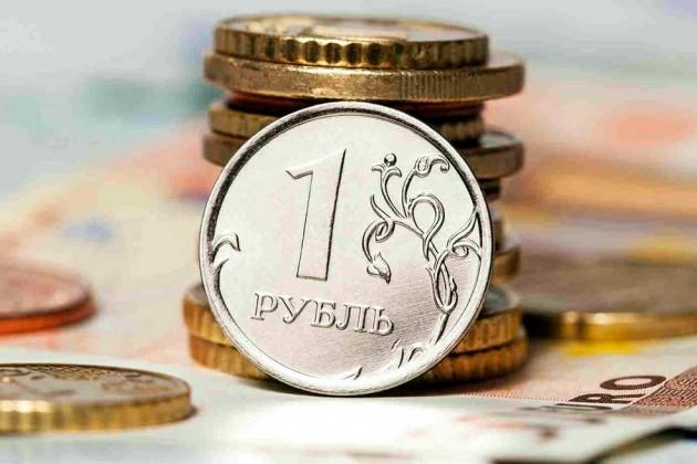 Названы причины ослабления рубля