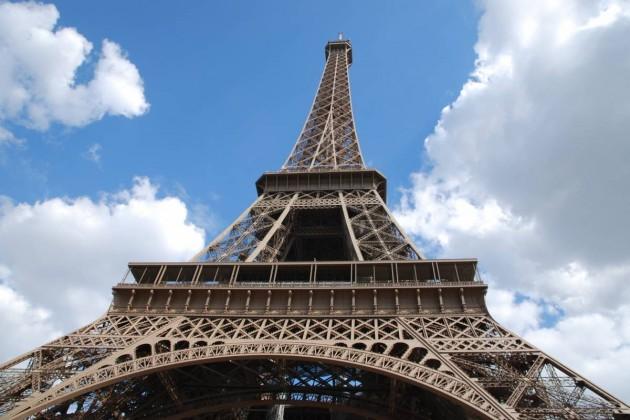 Фрагмент лестницы Эйфелевой башни продали за523тысячи евро