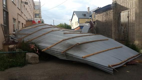 НаУсть-Каменогорск обрушился мощный ураган