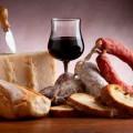 Онищенко запретил молдавское вино и белорусские колбасы
