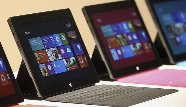 Microsoft продала планшетов на $853 млн.