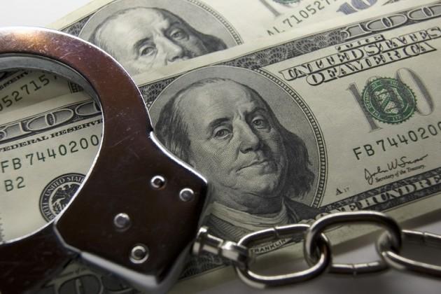 За взятку в ВКО задержан сотрудник по ЧС