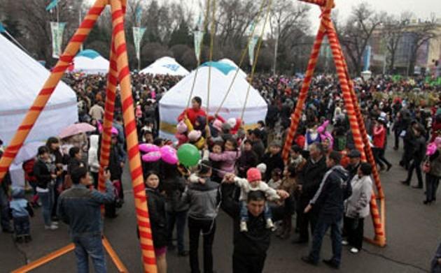Назарбаев поздравил казахстанцев с праздником Наурыз