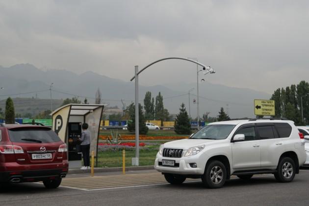 Наплатных парковках Алматы установят видеокамеры