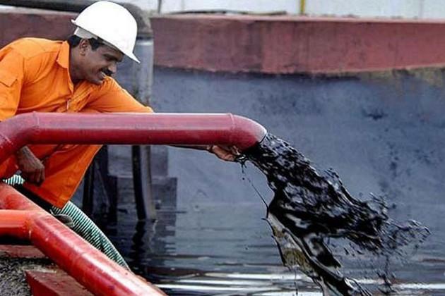 Иран и доллар оказывают давление на нефть