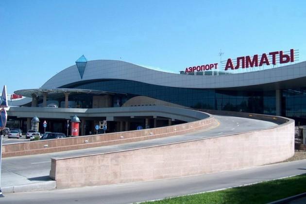 Все экстренные службы стянуты к аэропорту Алматы