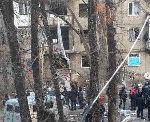 В Таразе в многоэтажном доме прогремел взрыв