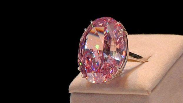 Бриллиант «Розовая звезда» продан зарекордные $71млн