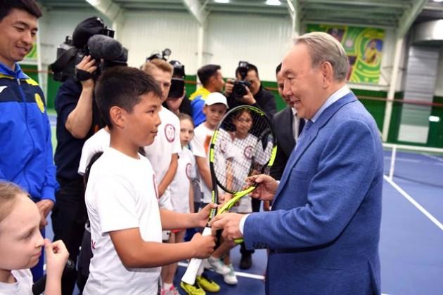 Президент встретился смолодыми теннисистами