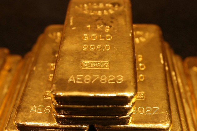 Цены на золото под давлением фондовых рынков