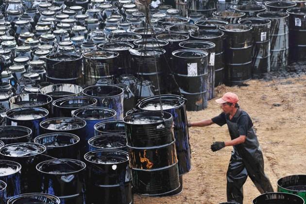 Стоимость нефти упала ниже $49 за баррель
