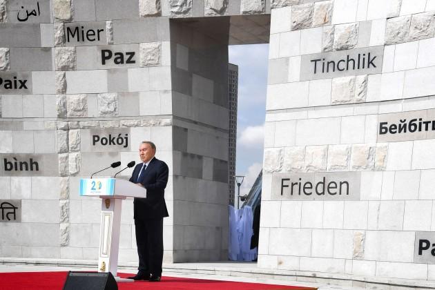 Президент призвал продолжить антиядерную борьбу вмире