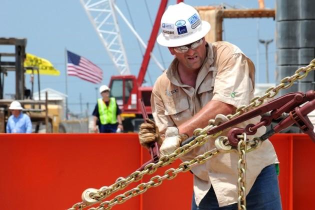 Цена нефти Brent упала ниже $55за баррель