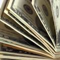 Казахстанцы продолжают скупать доллары в обменниках