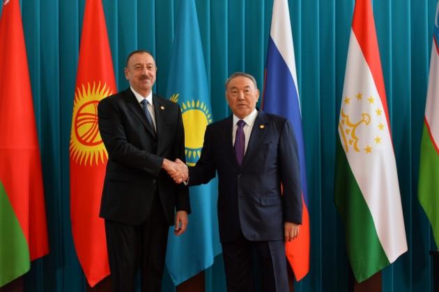 Нурсултан Назарбаев поздравил Ильхама Алиева спобедой