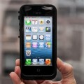 Apple патентует «небьющийся смартфон»