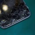 Ученые изобрели небьющийся экран для смартфона