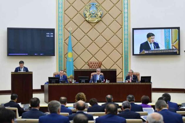 Сенат рассмотрел проект трехлетнего бюджета