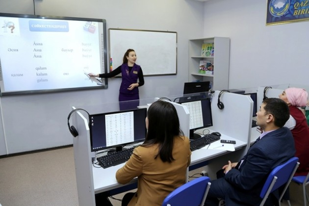 В Караганде открыли центр для изучения латиницы