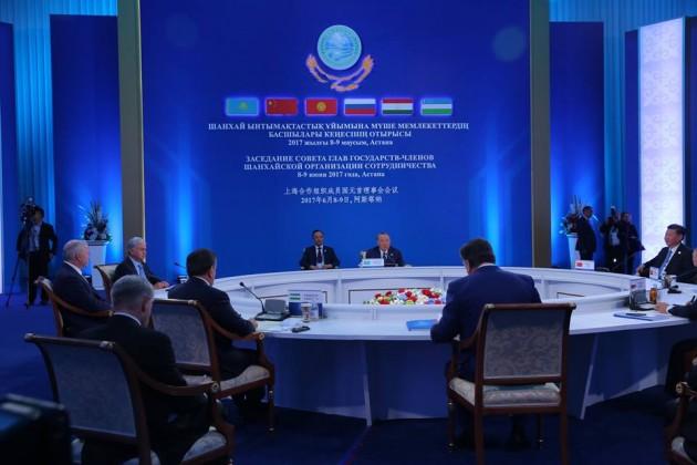Владимир Путин поздравил Индию иПакистан совступлением вШОС