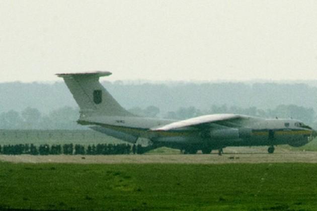 В аэропорту Луганска упал самолет Ил-76 с украинскими десантниками