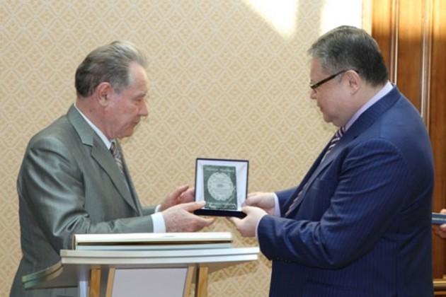 Нурсултан Назарбаев награжден Алмазным Знаком