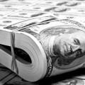 35% казахстанцев получат премию в конце года