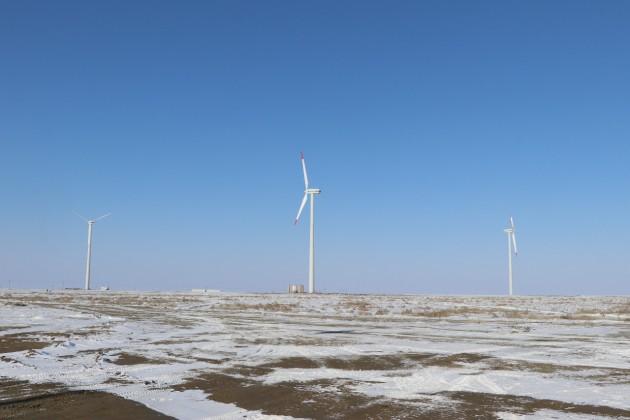 Наберегу Каспийского моря строят ветряную электростанцию