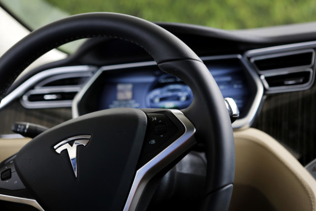 Сиюля Tesla вдвое  увеличила поставки собственных  электрокаров