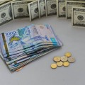 Нацвалюта уступила доллару сразу 2 тенге