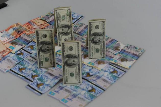 Доллар подешевел до 377 тенге