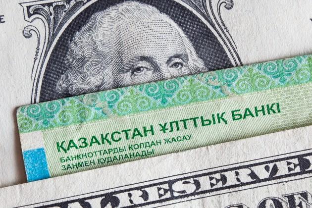 Курс тенге снизился назакрытии торгов