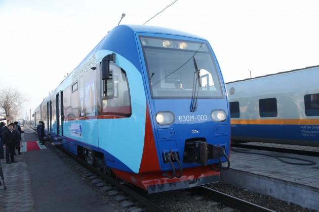 Доехать из Шымкента до Туркестана  можно на скором поезде